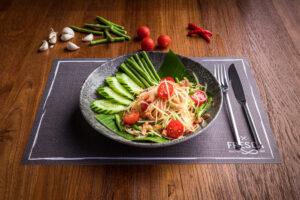 thai som tam papaya salad